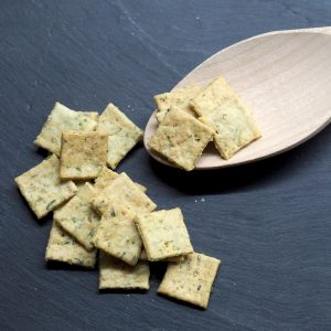 Biscuits apéro au thym et romarin
